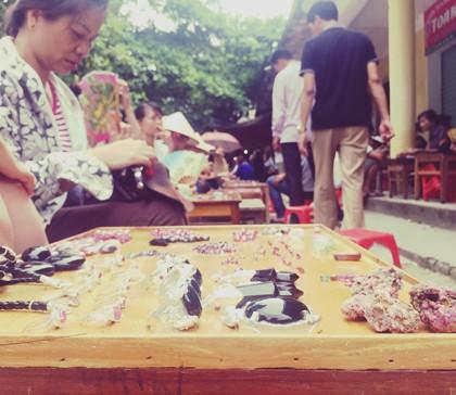 Chợ đá quý Lục Yên 1