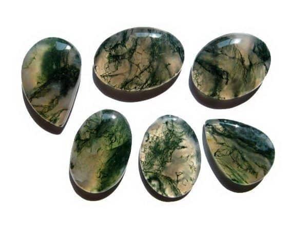 Đá Mã Não là một biến thể của đá Thạch anh