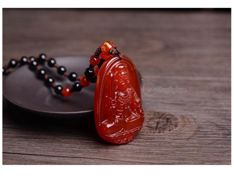 Ảnh thực tế Phật bản mệnh Bất động Minh Vương bằng đá mã não đỏ