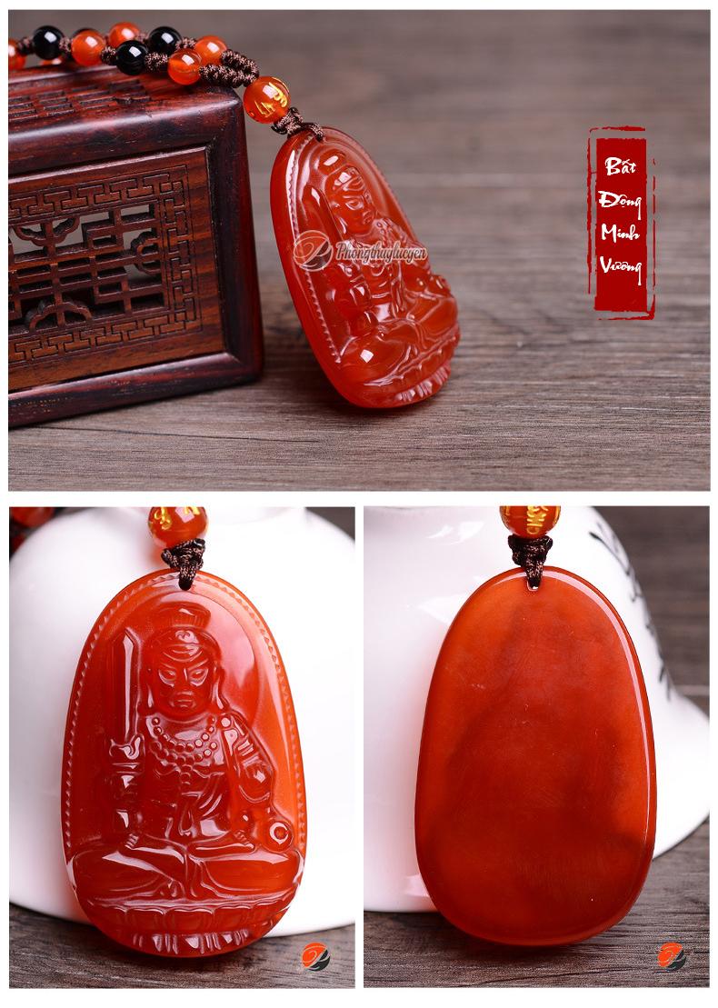 Hình ảnh chụp thực tế các góc cạnh khác nhau của Phật bản mệnh đá Mã Não đỏ tại Phongthuylucyen.com