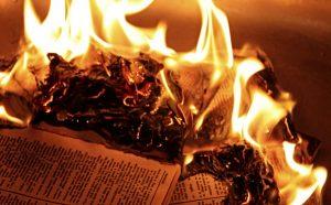 Không được phép đốt sách vở