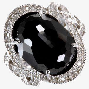 Những điều thần bí về kim cương đen