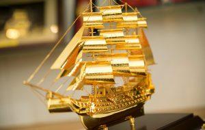 Vị trí phù hợp để trưng bày thuyền buồm gỗ phong thủy