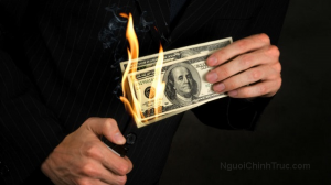 Đốt bỏ, vứt bỏ tiền hay ví tiền