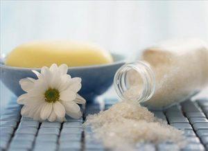 Sử dụng muối để hạn chế vận đen