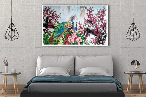 Tranh chim công hoa đào treo phòng ngủ